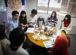 Fotografia de Estudiantes en Conversatorio