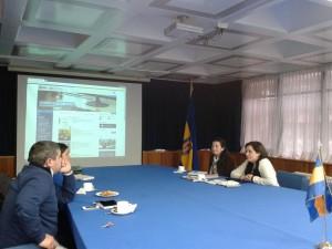 Fotografía de la reunión de Includec con Directora y Subdirectora de Bibliotecas UdeC