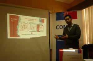 Imagen que muestra representante del COMPIN exponiendo para Includec