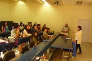 Fotografia que muestra participantes de la charla
